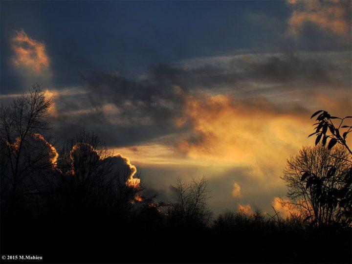 Un soleil se couche, un cœur s'éveille…